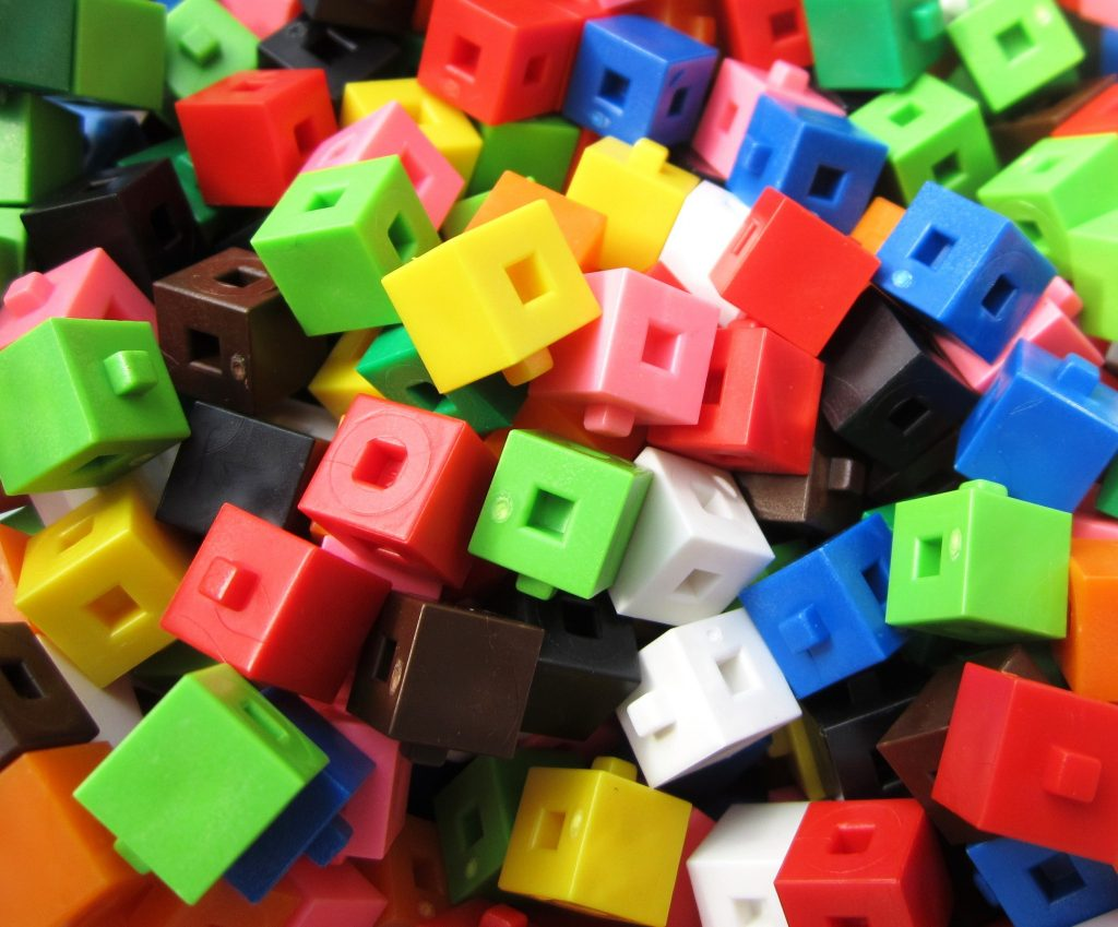 Linking_cm_cubes_2
